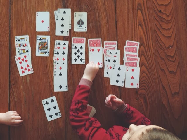 kids playing solitare