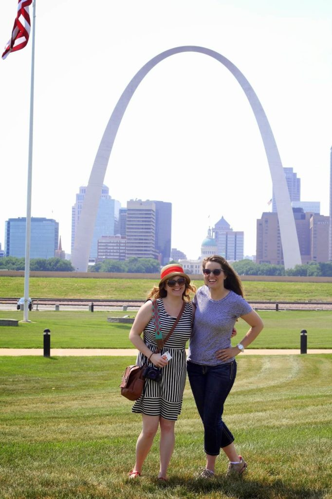 2 women at the arch