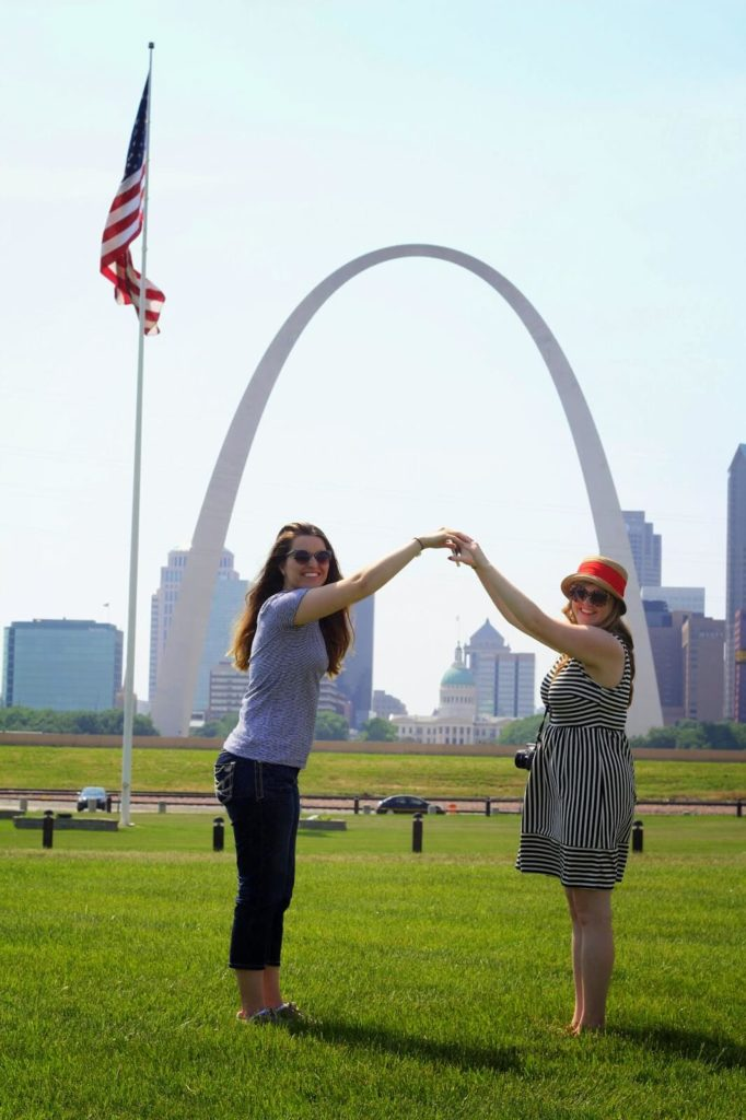 holding hands under the arch