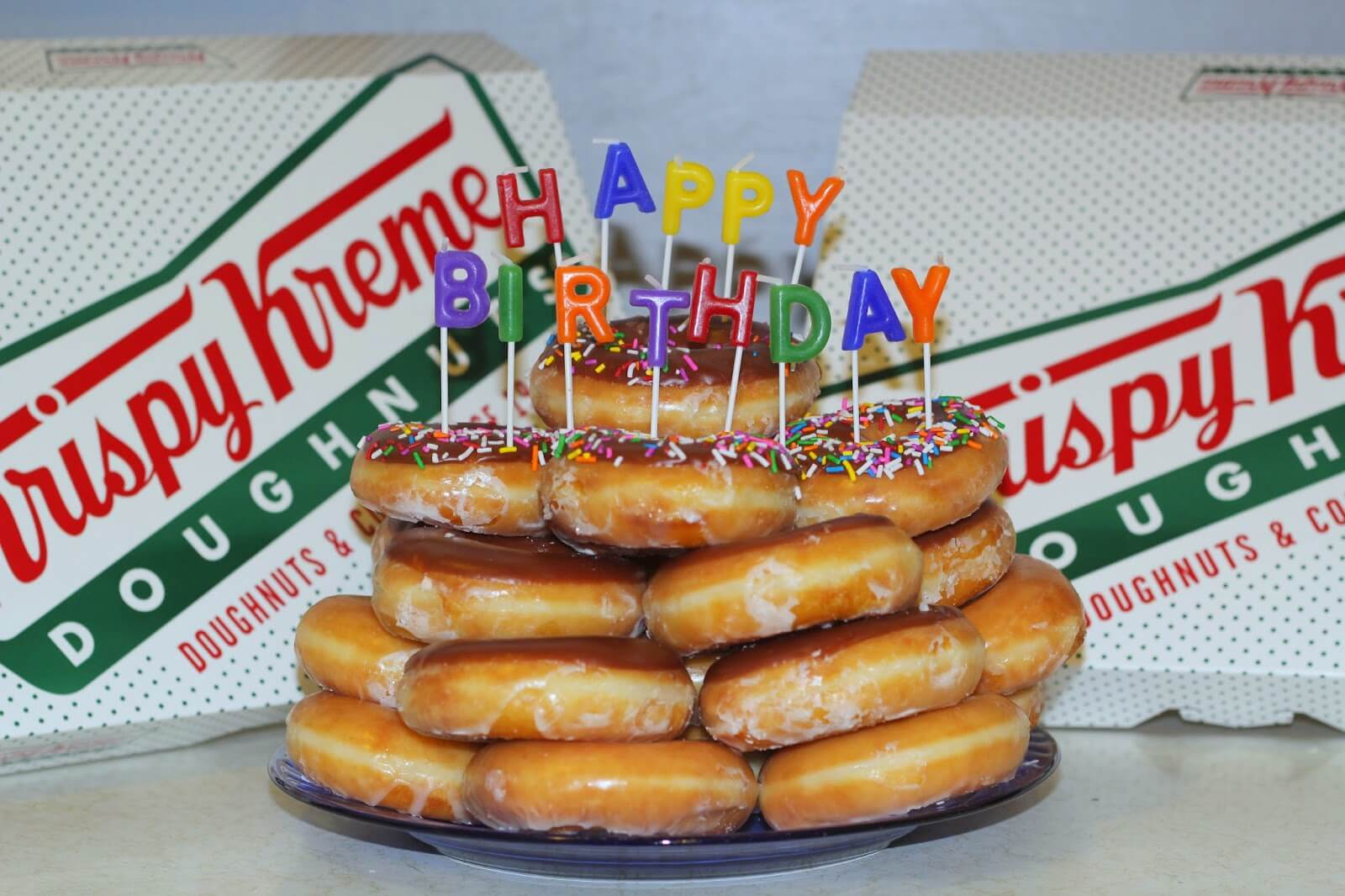 bitthday cake made of donuts