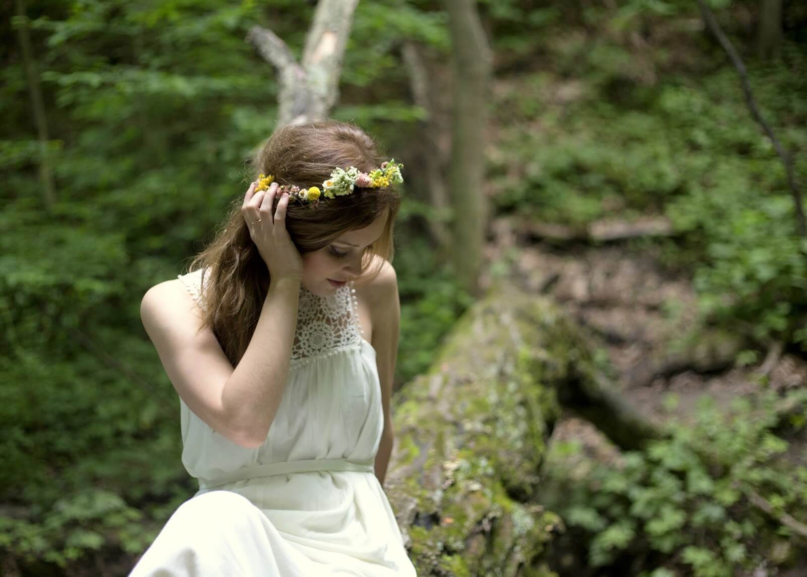 girl posing in white dress in the forest