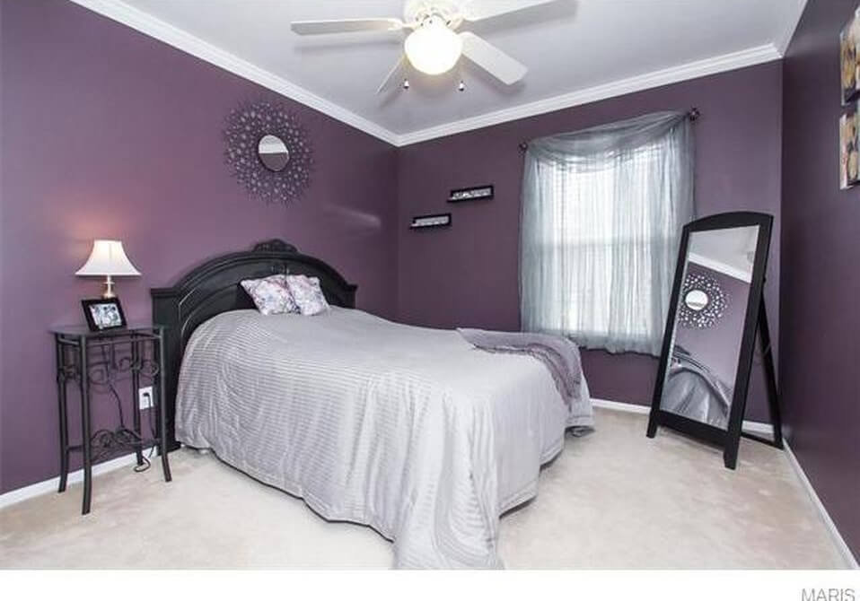 picture of old room from realtor website