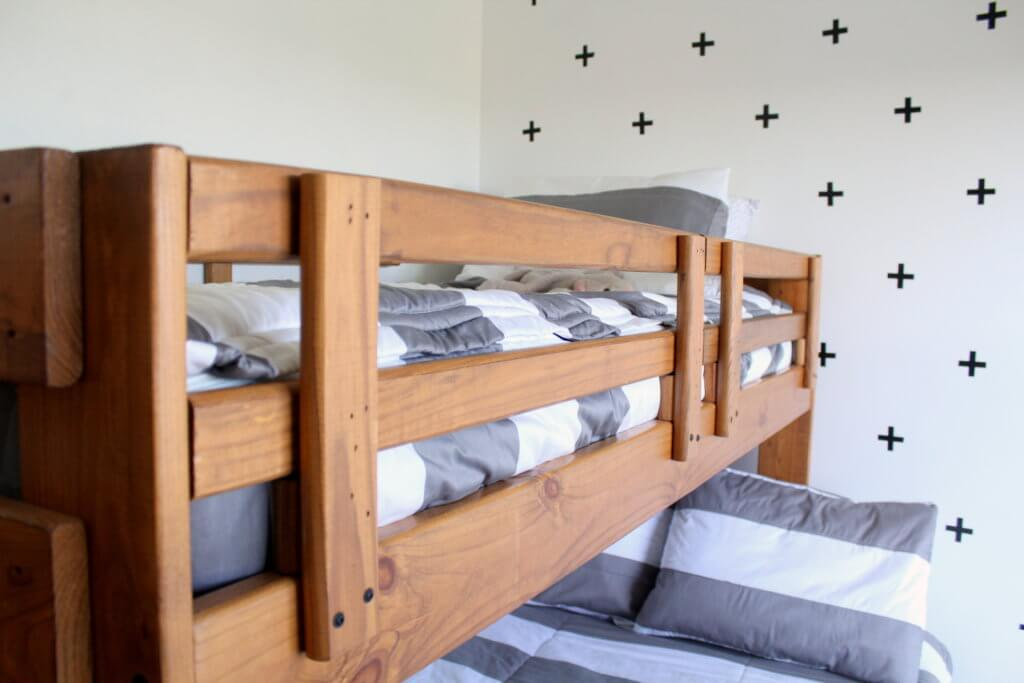 fitted sheets on twin size top bunk